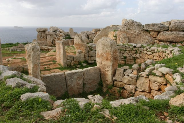 mnajdra_temple